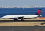 じーく。さんが、羽田空港で撮影したデルタ航空 777-232/ERの航空フォト(写真)