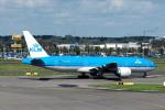Gambardierさんが、アムステルダム・スキポール国際空港で撮影したKLMオランダ航空 777-206/ERの航空フォト(写真)