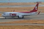 hideohさんが、関西国際空港で撮影したティーウェイ航空 737-8ALの航空フォト(写真)