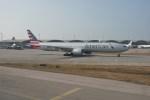 JA1118Dさんが、香港国際空港で撮影したアメリカン航空 777-323/ERの航空フォト(写真)