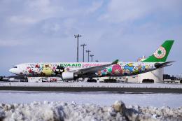 yabyanさんが、新千歳空港で撮影したエバー航空 A330-302Xの航空フォト(飛行機 写真・画像)