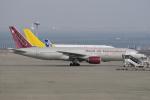 yabyanさんが、中部国際空港で撮影したオムニエアインターナショナル 777-2U8/ERの航空フォト(写真)