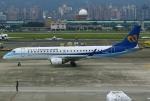 あしゅーさんが、台北松山空港で撮影したマンダリン航空 ERJ-190-100 IGW (ERJ-190AR)の航空フォト(飛行機 写真・画像)