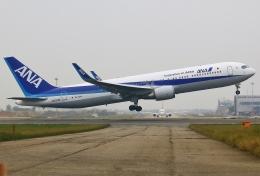あしゅーさんが、台湾桃園国際空港で撮影した全日空 767-381/ERの航空フォト(飛行機 写真・画像)