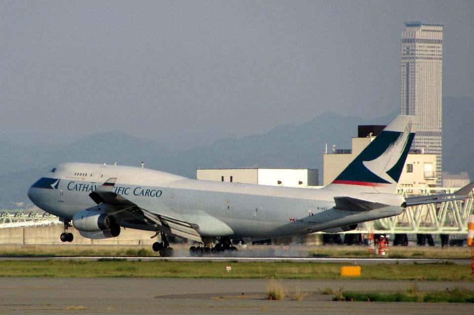 山河 彩さんのキャセイパシフィック航空 Boeing 747-400 (B-HOZ) 航空フォト