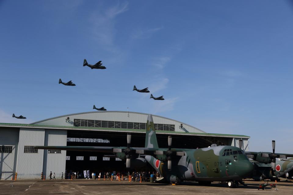 さんたまるたさんの航空自衛隊 Lockheed C-130 Hercules (75-1075) 航空フォト