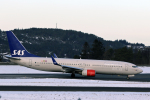 菊池 正人さんが、ベルゲン空港で撮影したスカンジナビア航空 737-883の航空フォト(写真)