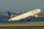 tkosadaさんが、羽田空港で撮影したユナイテッド航空 777-222/ERの航空フォト(写真)
