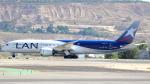 誘喜さんが、マドリード・バラハス国際空港で撮影したラタム・エアラインズ・チリ 787-9の航空フォト(写真)