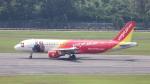 誘喜さんが、シンガポール・チャンギ国際空港で撮影したベトジェットエア A320-214の航空フォト(写真)