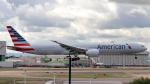 誘喜さんが、ロンドン・ヒースロー空港で撮影したアメリカン航空 777-323/ERの航空フォト(写真)