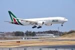 mojioさんが、成田国際空港で撮影したアリタリア航空 777-243/ERの航空フォト(飛行機 写真・画像)