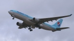 撮り撮り人さんが、岡山空港で撮影した大韓航空 A330-223の航空フォト(写真)