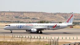 誘喜さんが、マドリード・バラハス国際空港で撮影したエア・ヨーロッパ・エクスプレス ERJ-190-200 LR (ERJ-195LR)の航空フォト(飛行機 写真・画像)