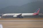 mameshibaさんが、香港国際空港で撮影したアメリカン航空 777-323/ERの航空フォト(写真)