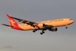 たっくさんが、成田国際空港で撮影したカンタス航空 A330-303の航空フォト(写真)