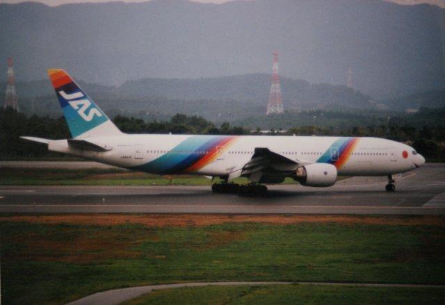 日本エアシステム Boeing 777-20...