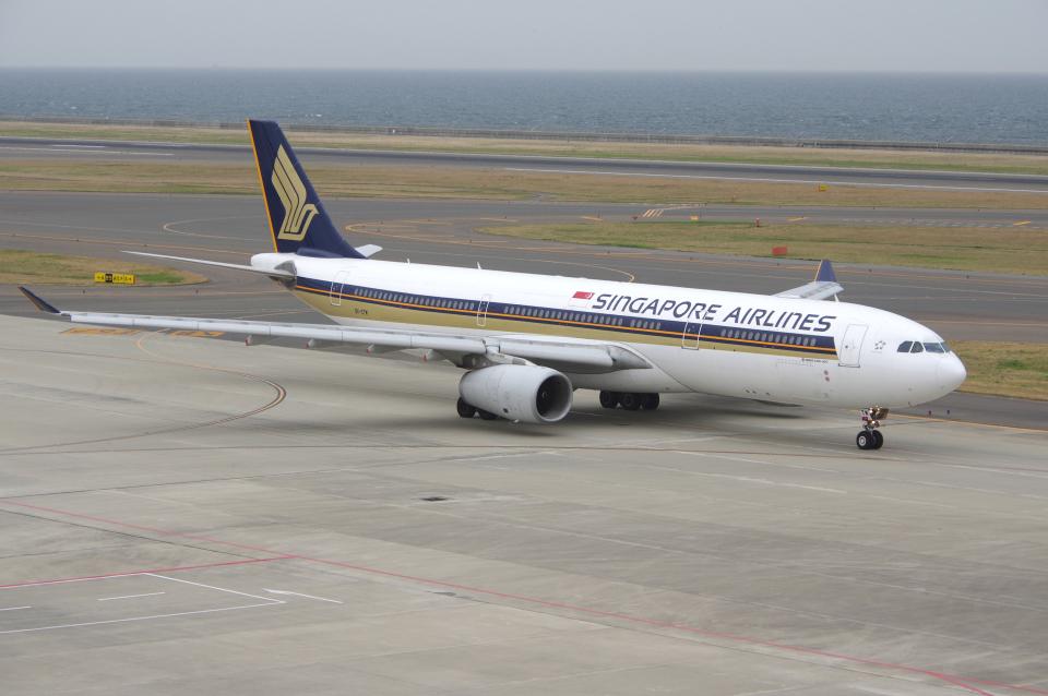 yabyanさんのシンガポール航空 Airbus A330-300 (9V-STM) 航空フォト