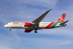 Zedd®さんが、ロンドン・ヒースロー空港で撮影したケニア航空 787-8 Dreamlinerの航空フォト(写真)