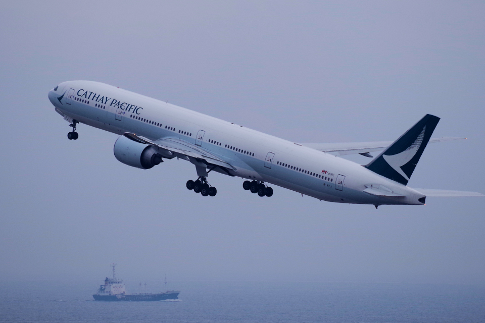 yabyanさんのキャセイパシフィック航空 Boeing 777-300 (B-KPJ) 航空フォト