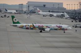 uhfxさんが、関西国際空港で撮影したエバー航空 A321-211の航空フォト(写真)