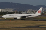 HEATHROWさんが、伊丹空港で撮影した日本航空 777-246の航空フォト(写真)