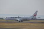 7915さんが、山口宇部空港で撮影した日本航空 737-846の航空フォト(写真)