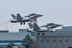 szkkjさんが、厚木飛行場で撮影したアメリカ海兵隊 F/A-18D Hornetの航空フォト(写真)