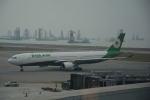 LEGACY-747さんが、香港国際空港で撮影したエバー航空 A330-302の航空フォト(飛行機 写真・画像)