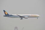 LEGACY-747さんが、香港国際空港で撮影したジェットエアウェイズ 777-35R/ERの航空フォト(写真)