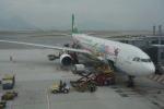 LEGACY-747さんが、香港国際空港で撮影したエバー航空 A330-302Xの航空フォト(飛行機 写真・画像)