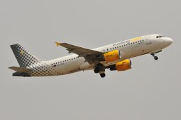 islandsさんが、マラガ空港で撮影したブエリング航空 A320-214の航空フォト(飛行機 写真・画像)