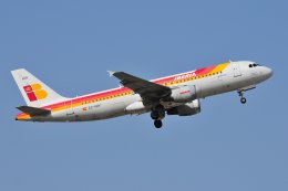 islandsさんが、マラガ空港で撮影したイベリア航空 A320-214の航空フォト(飛行機 写真・画像)