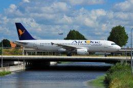 islandsさんが、アムステルダム・スキポール国際空港で撮影したエア・ワン A320-216の航空フォト(飛行機 写真・画像)