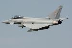 Tomo-Papaさんが、フェアフォード空軍基地で撮影したイギリス空軍 EF-2000 Typhoon FGR4の航空フォト(写真)