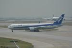 LEGACY-747さんが、香港国際空港で撮影した全日空 767-381/ERの航空フォト(写真)