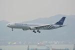 LEGACY-747さんが、香港国際空港で撮影したチャイナエアライン A330-302の航空フォト(飛行機 写真・画像)