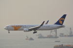 LEGACY-747さんが、香港国際空港で撮影したMIATモンゴル航空 767-34G/ERの航空フォト(写真)