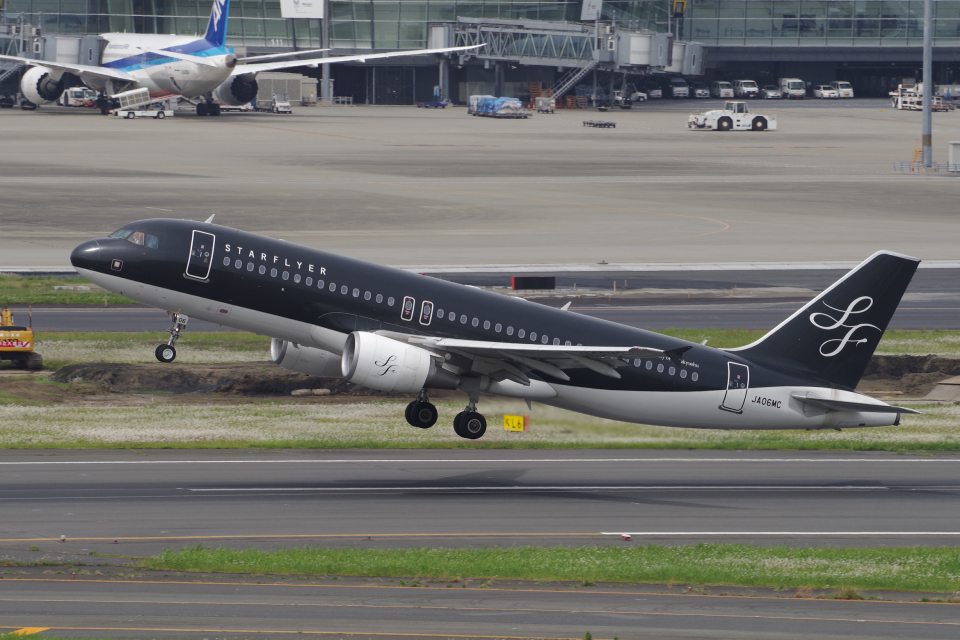 yabyanさんのスターフライヤー Airbus A320 (JA06MC) 航空フォト