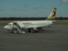Bristolさんが、ビクトリアフォールズ空港で撮影したエア・ジンバブエ 737-2N0/Advの航空フォト(飛行機 写真・画像)