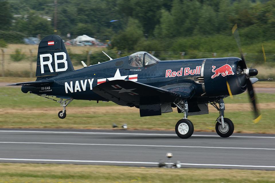 Tomo-Papaさんのザ・フライングブルズ Chance Vought F4U Corsair (OE-EAS) 航空フォト