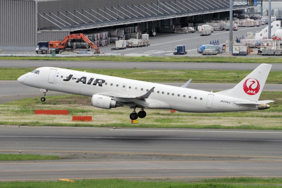 yabyanさんのジェイエア Embraer 190 (JA244J) 航空フォト