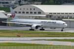 南国の防人さんが、那覇空港で撮影した日本航空 777-346の航空フォト(写真)