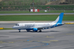 pringlesさんが、ウィーン国際空港で撮影したピープルズ ERJ-170-100 (ERJ-170STD)の航空フォト(飛行機 写真・画像)
