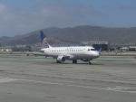 ヒロリンさんが、サンフランシスコ国際空港で撮影したユナイテッド・エクスプレス ERJ-170-200 LR (ERJ-175LR)の航空フォト(写真)