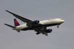 空の旅人さんが、羽田空港で撮影したデルタ航空 777-232/ERの航空フォト(写真)