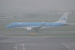 resocha747さんが、アムステルダム・スキポール国際空港で撮影したKLMシティホッパー ERJ-170-200 (ERJ-175STD)の航空フォト(写真)