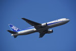 kumagorouさんが、那覇空港で撮影した全日空 767-381の航空フォト(写真)