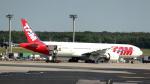 誘喜さんが、フランクフルト国際空港で撮影したラタム・エアラインズ・ブラジル 777-32W/ERの航空フォト(写真)