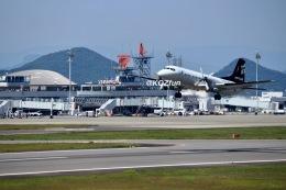 KCZfunさんが、高松空港で撮影したエアロラボ YS-11A-212の航空フォト(飛行機 写真・画像)